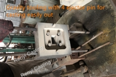 Gravity tooling with 4 ejector pin for casting out