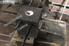 Melting aluminum pouring into Gravity,permanent mould to make casting